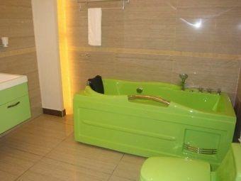 Кольорова ванна з акрилу