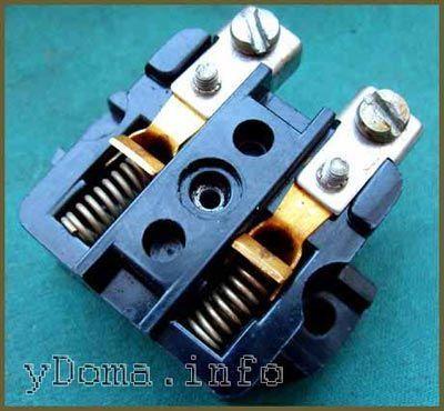 Електрична розетка з відмінними контактами