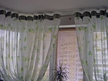 Модні штори на люверсах на кухню: оригінальний дизайн інтер`єру