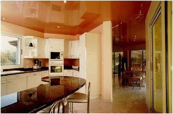 Натяжні стелі для кухні теплих кольорів