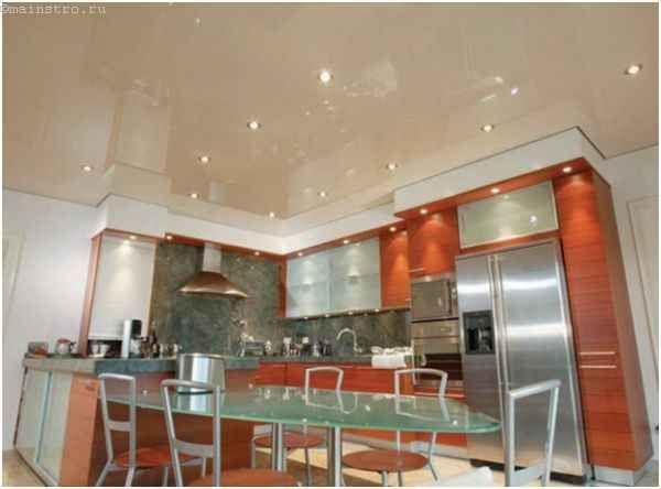 Натяжні стелі для кухні в один рівень