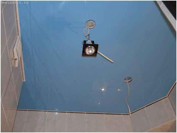 Натяжні стелі для кухні - монтаж світильників