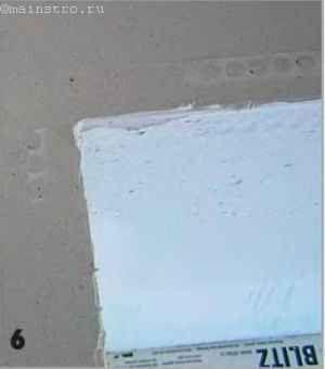 Щоб кути вийшли «ідеальними», по всьому периметру віконного отвору наклеюють штукатурний куточок
