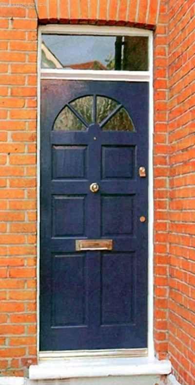 Фарбування вхідних дверей