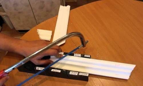 Для торцювання кутових деталей використовуйте стусло.