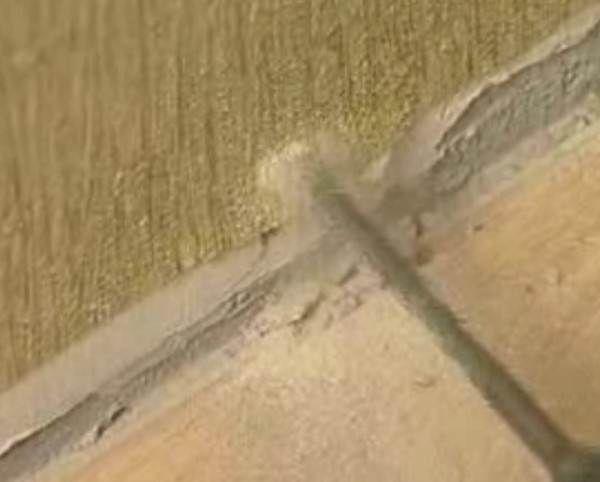 Дірки свердлимо ударним дрилем з буром по бетону.