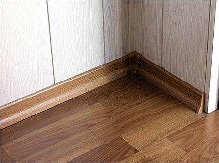 Ламіноване покриття поєднують з ламінованим переходами і планками.