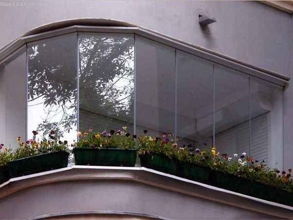 Варіант безрамного скління балконів або лоджій