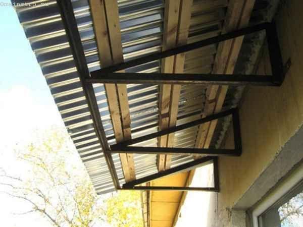 Фото скління балконів або лоджій з дахом