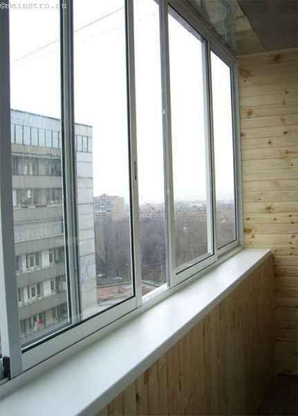 Засклення балконів або лоджій з розсувними стулками
