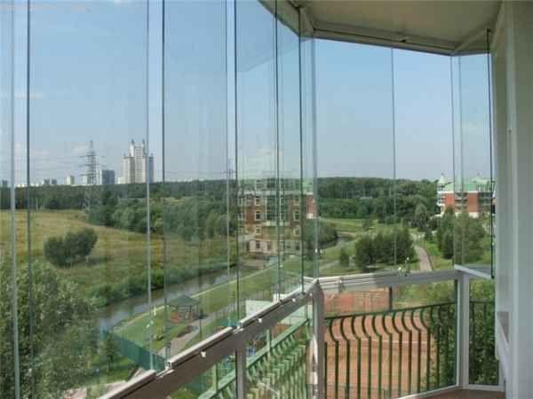 Фото безрамного скління балконів або лоджій