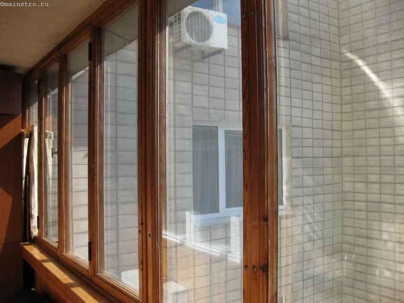 Фото скління балконів або лоджій в рамі з дерева