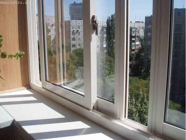 Варіант скління балконів або лоджій з розсувними стулками
