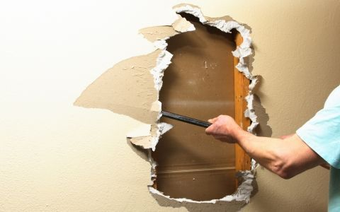 Відновлення гіпсокартонної стіни (інструменти)