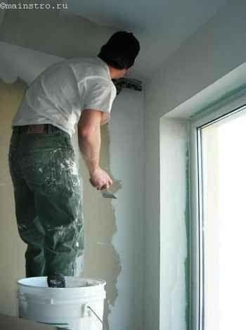 нанесення шпаклівки на стелю